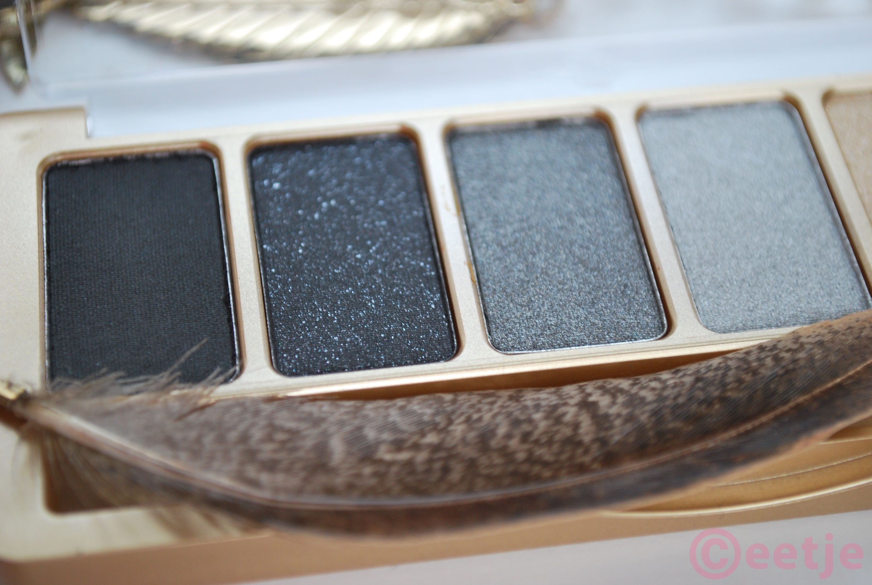 Catrice oogschaduwpalette feathers and pearls swatches