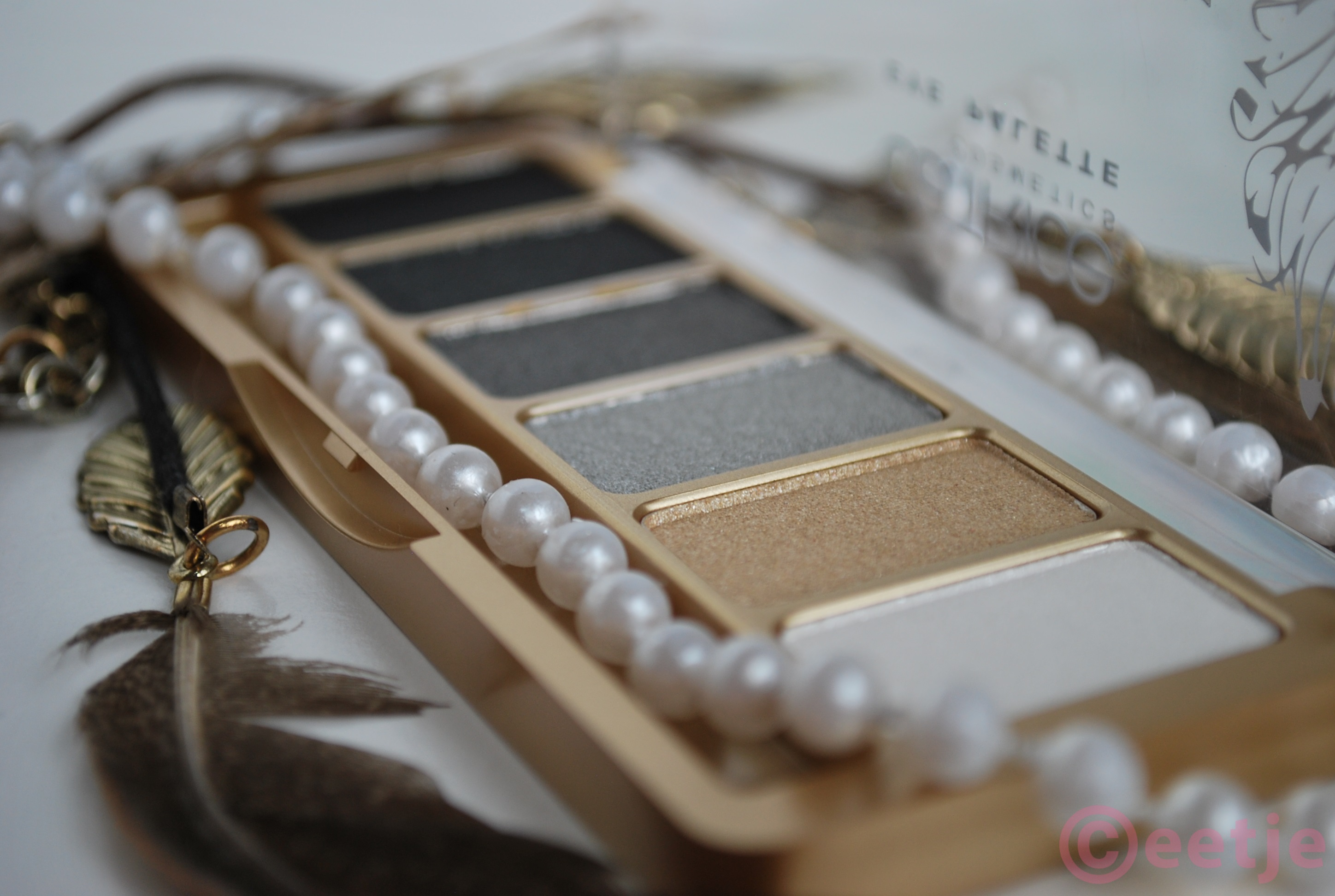 Review Catrice feathers and pearls eyeshadow palette
