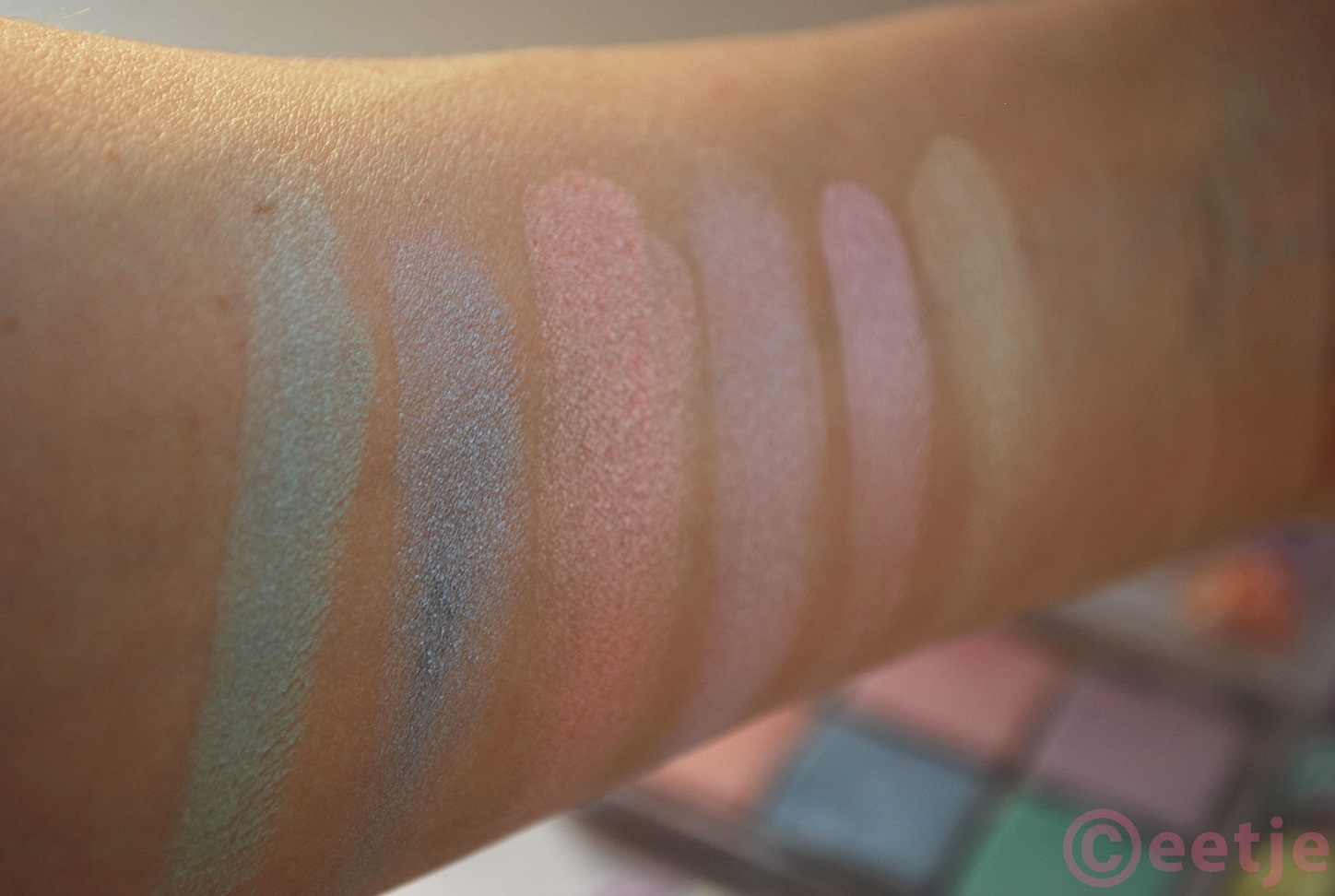 Swatches Essence All about Candies palette oogschaduw