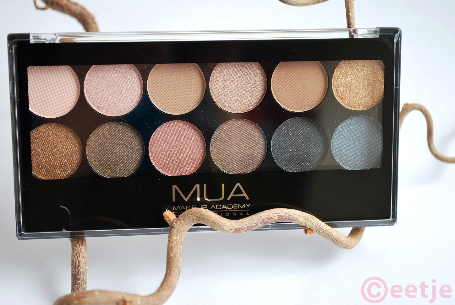 MUA undressed oogschaduw palette review