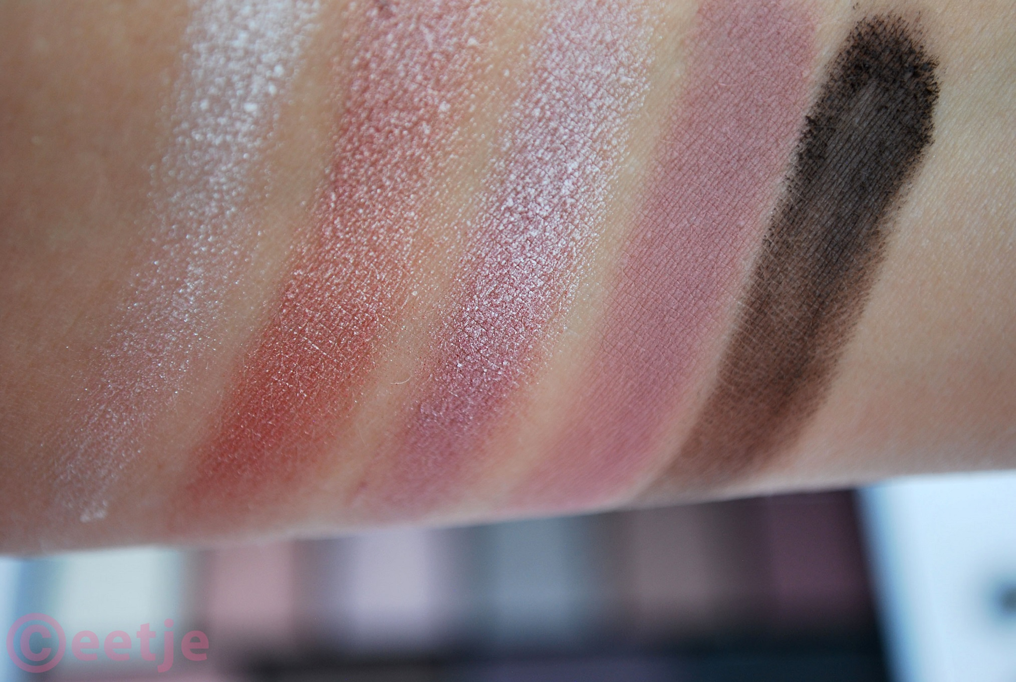 Swatch MU pretty edgy eyeshadow palette review