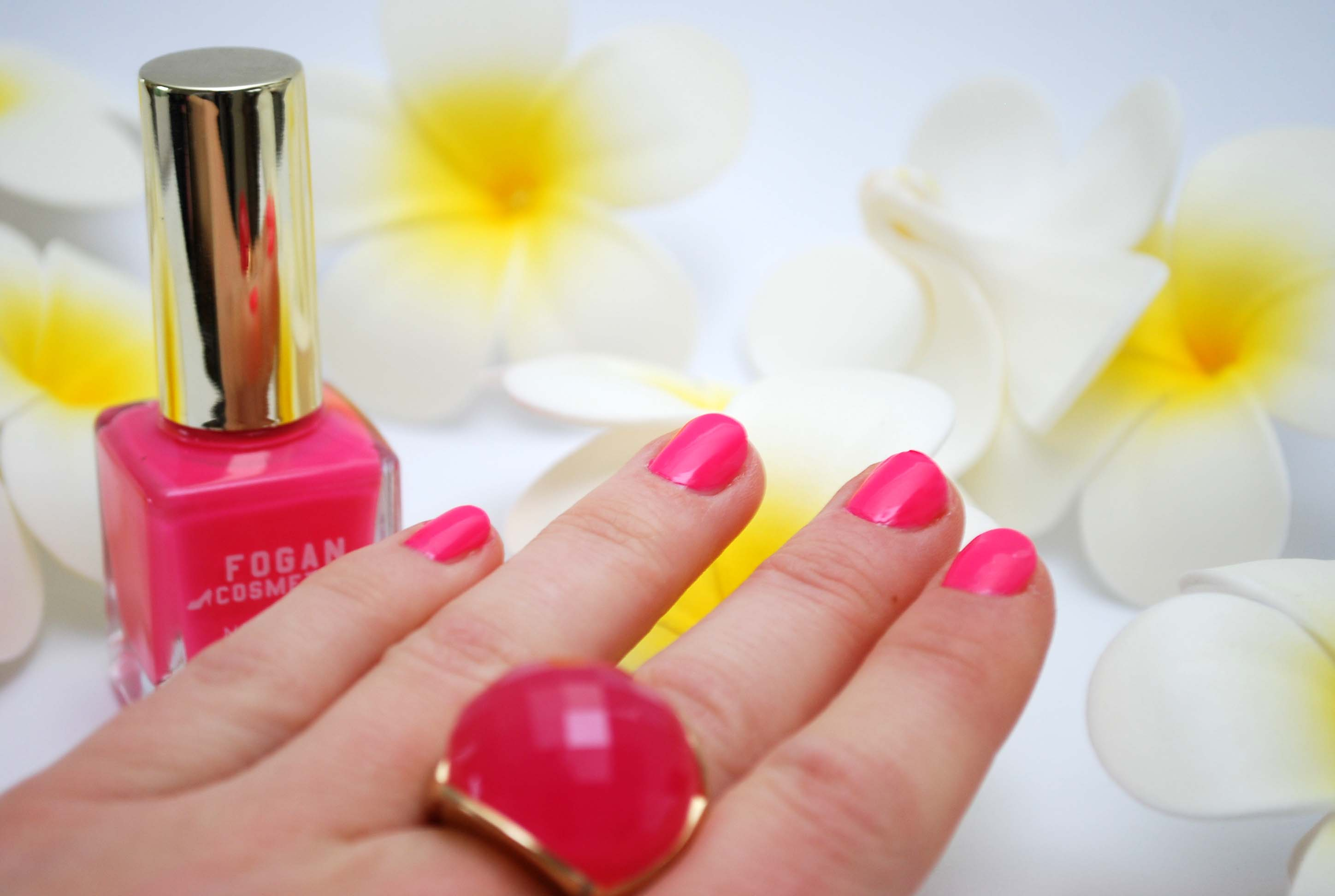 review Fogan nagellak neon roze