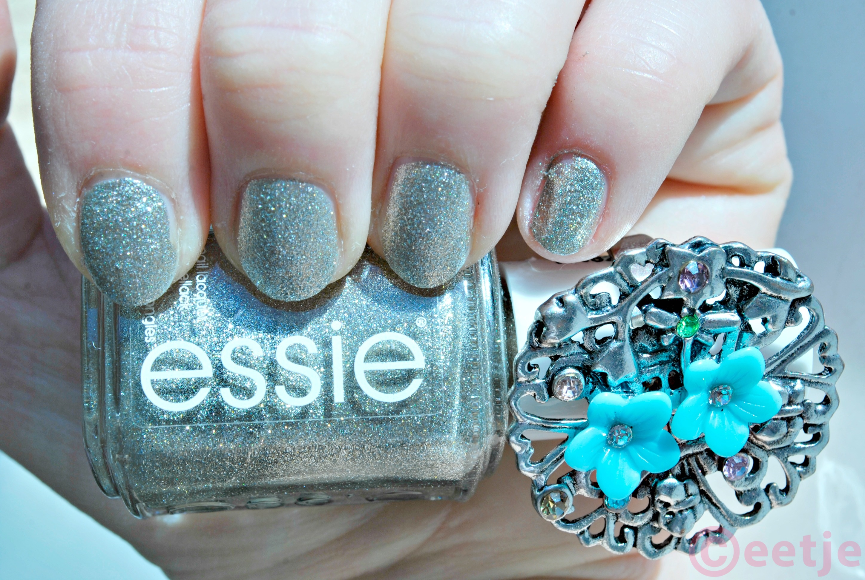 Essie nailpolish Beyond Cozy swatch review