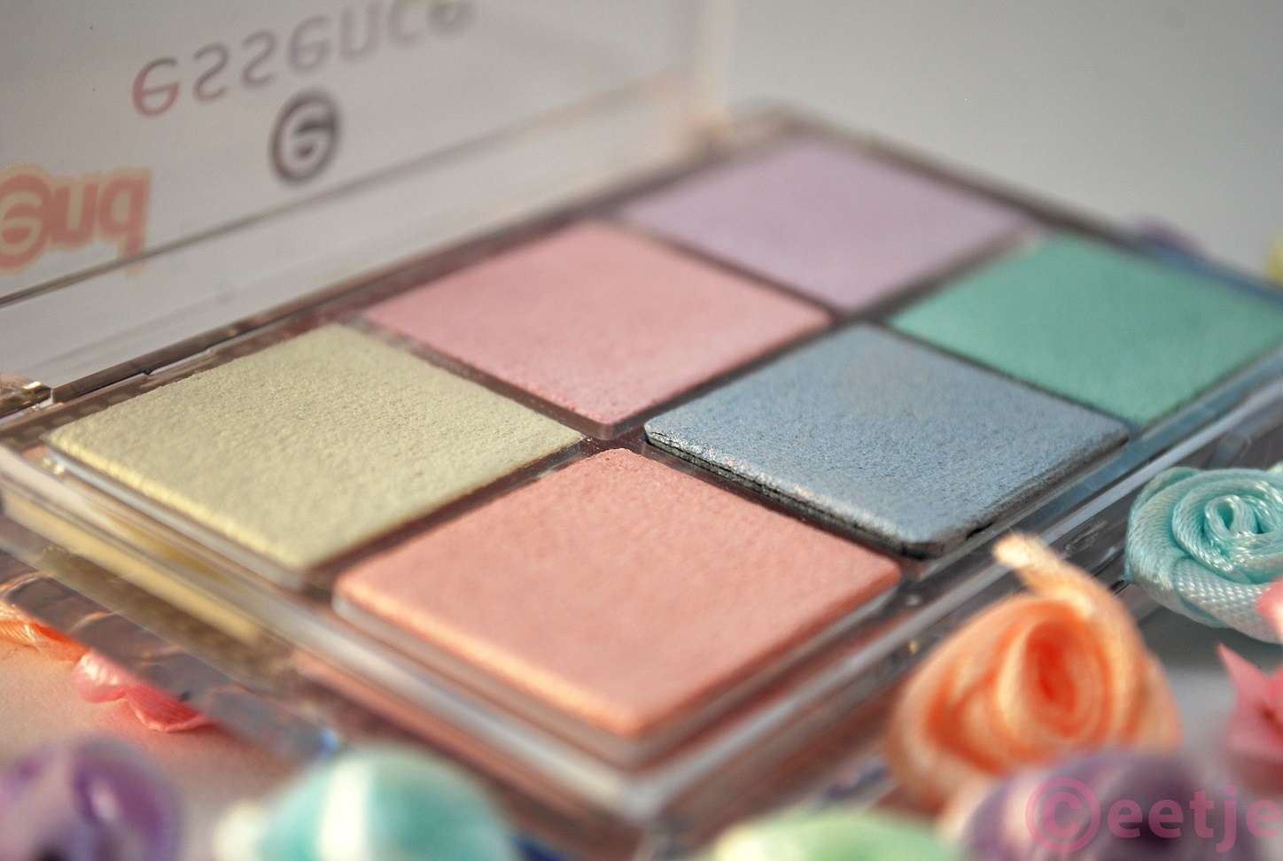 swatches Essence All about Candies oogschaduw eyeshadow palette