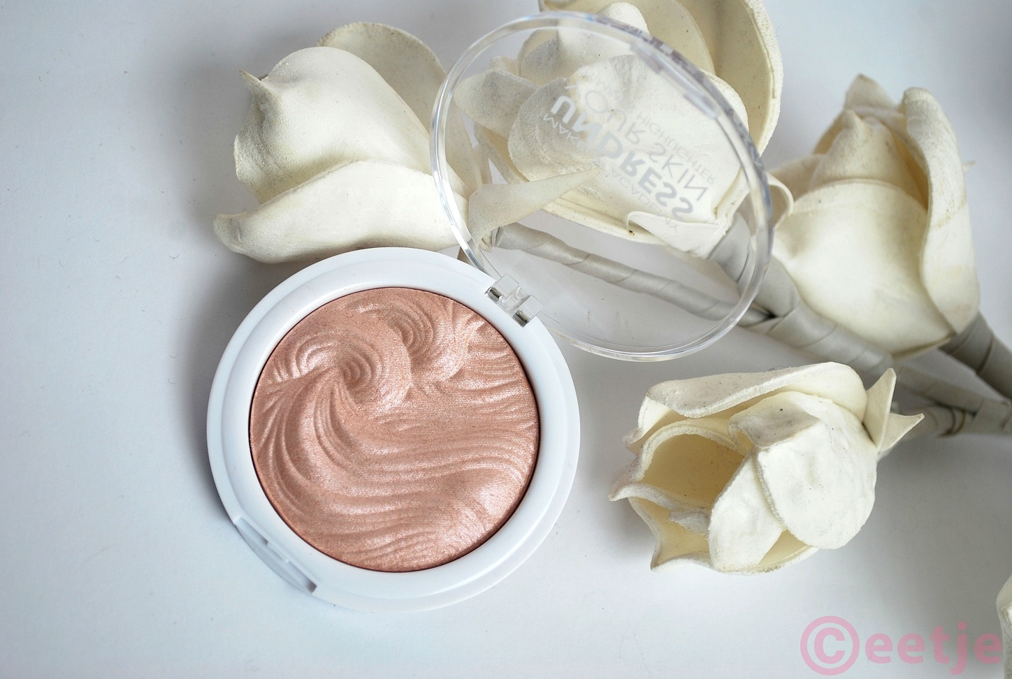 review mua highlighter undress your skin shimmer