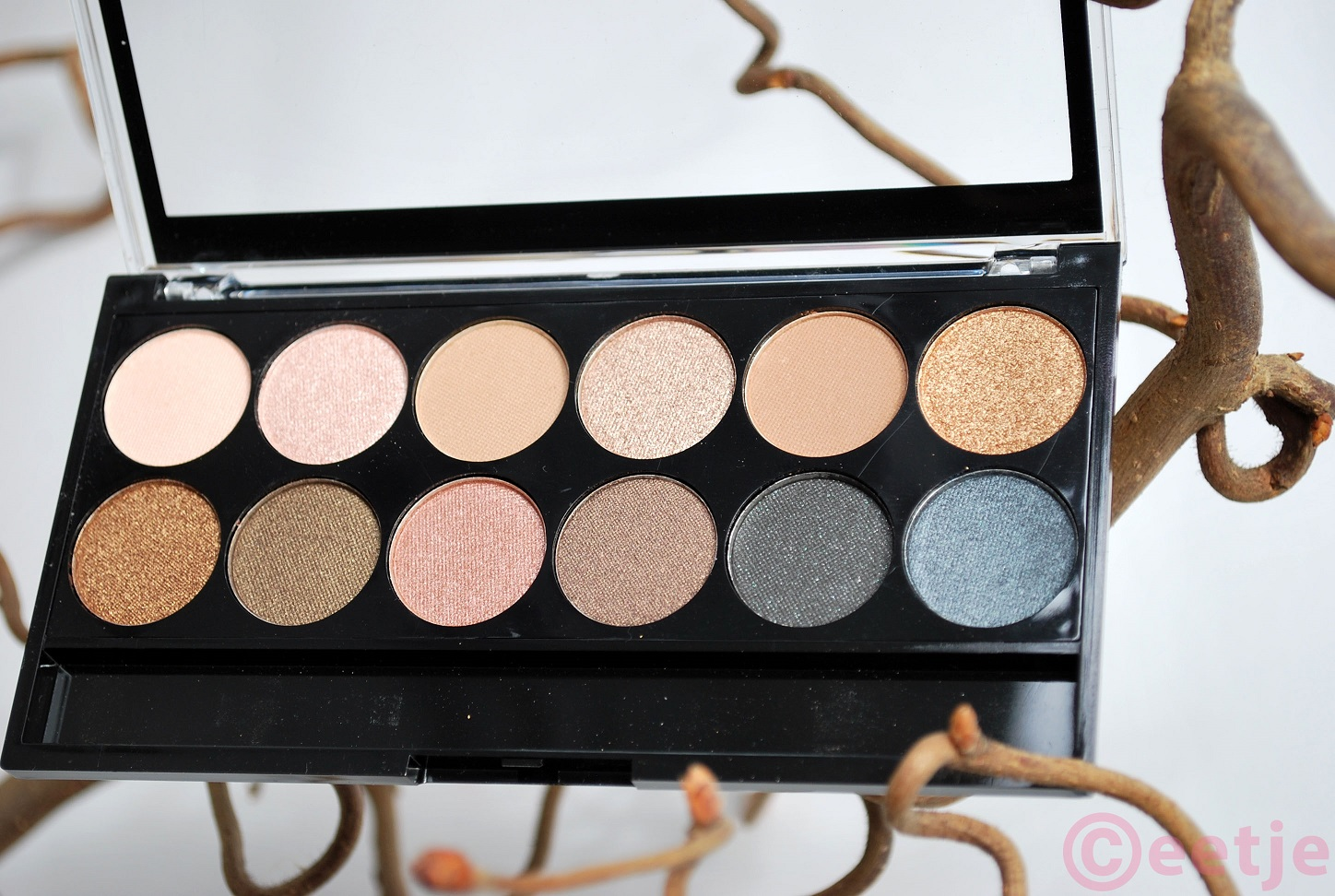 Review swatches mua undressed eye shadow palette oogschaduw