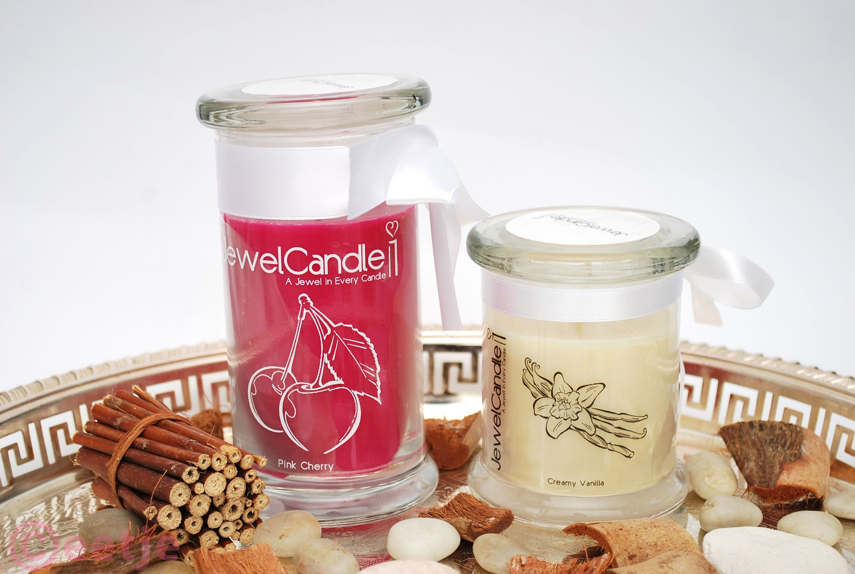 Review JewelCandle geurkaars met sieraad pink cherry