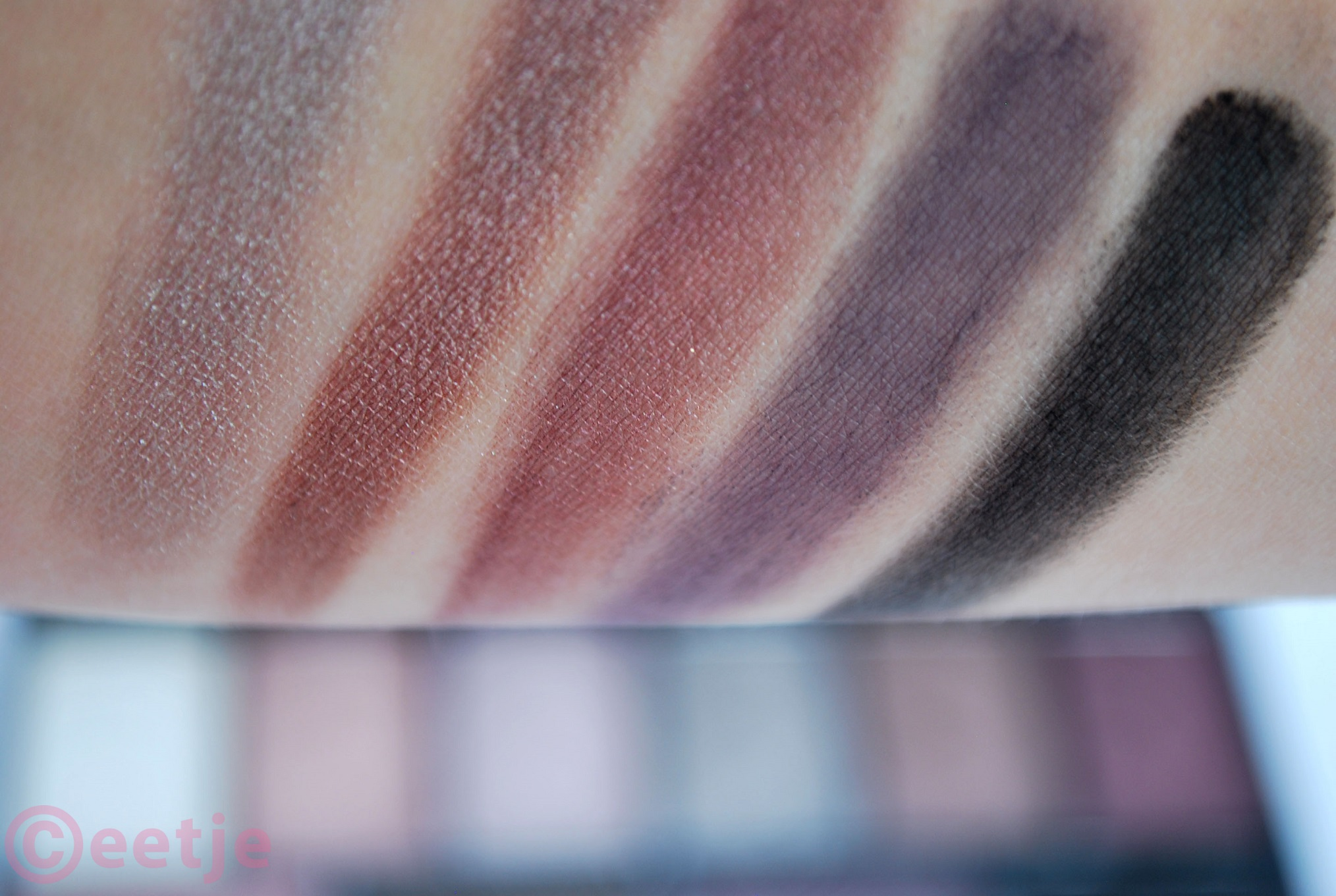 Swatch MUA pretty edgy eyeshadow palette