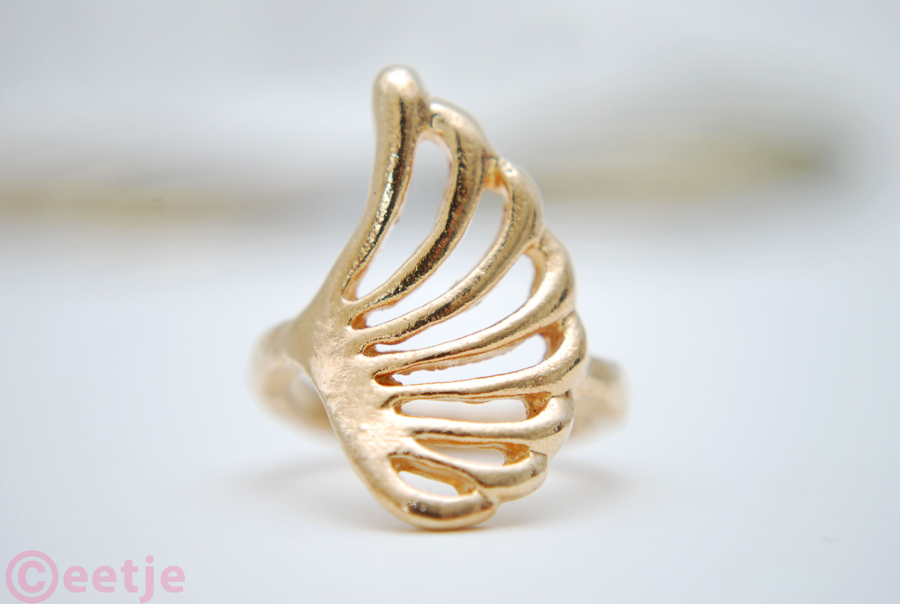 knuckle ring wing gold