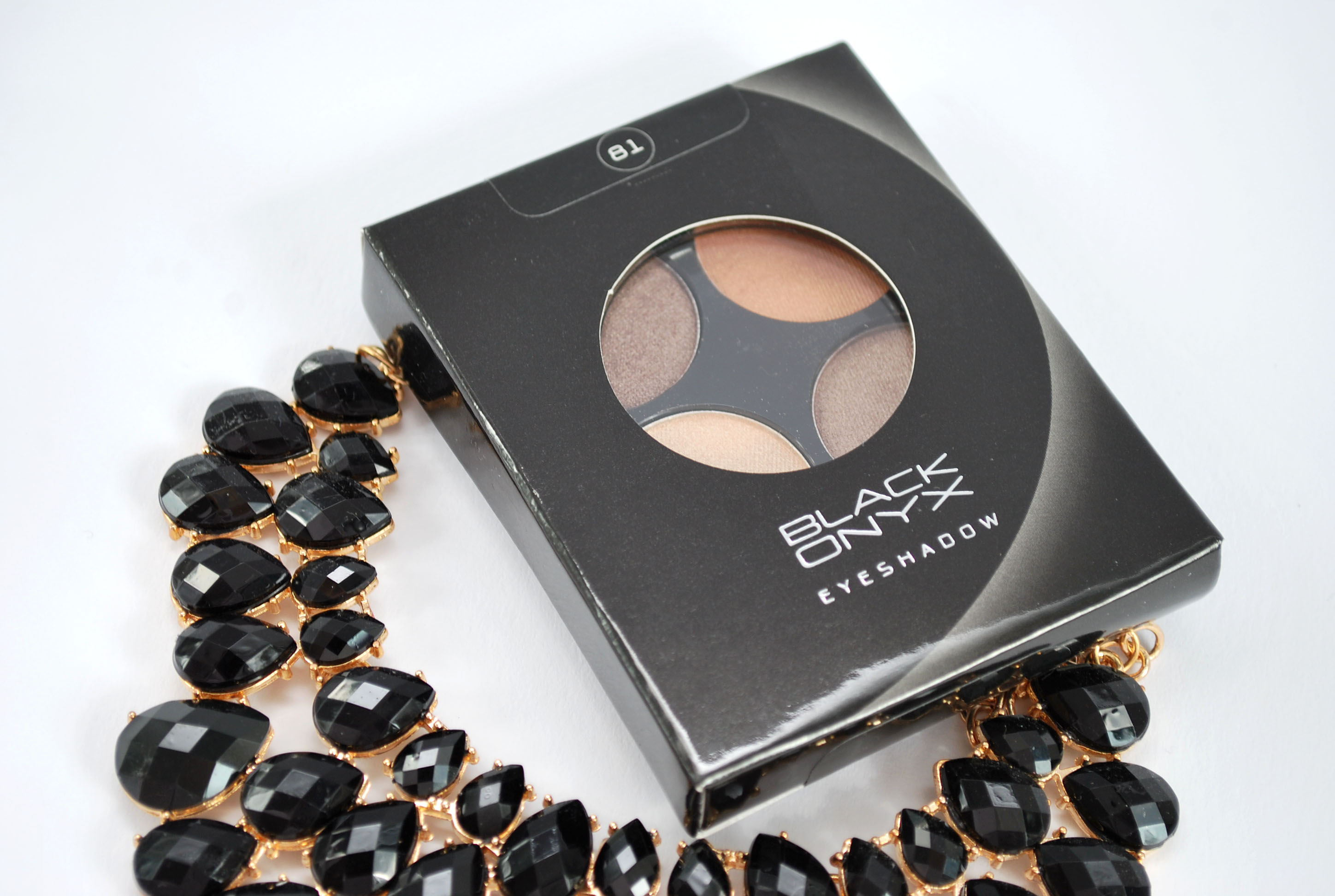 Review black onyx oogschaduw palette 81