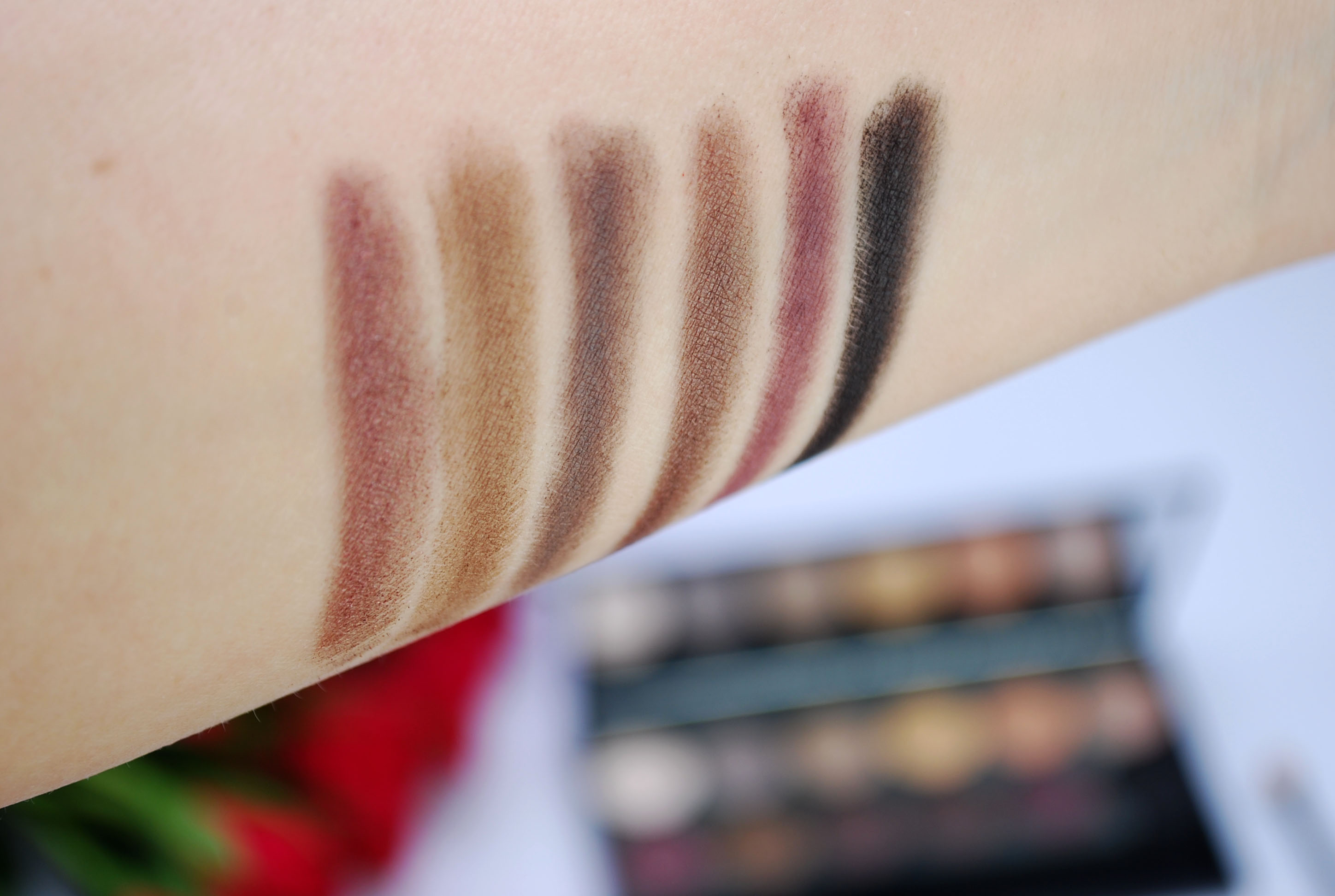 Sleek au naturel palette swatches