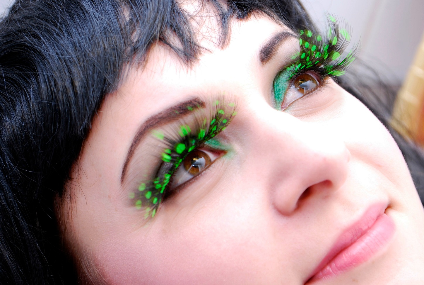 wimpers van veren eye lashes feathers black green