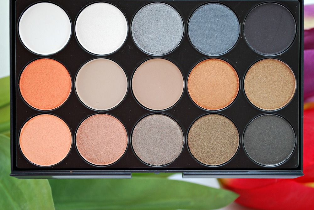 review eyeshadow palette born pretty store